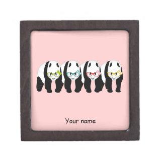 ガラスを身に着けている4頭のパンダ ギフトボックス
