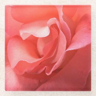 ガラスコースターのモモかピンクのバラのクローズアップの柔らかい花びら ガラスコースター