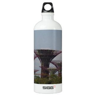 ガラスドームと共に金属のsupertrees ウォーターボトル