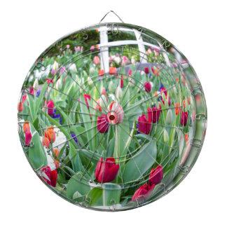 ガラス球の反映のチューリップの花 ダーツボード