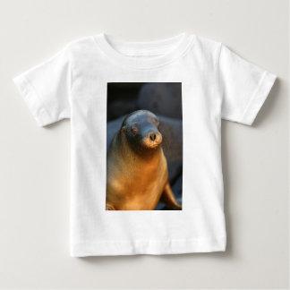 ガラパゴスのアシカ ベビーTシャツ