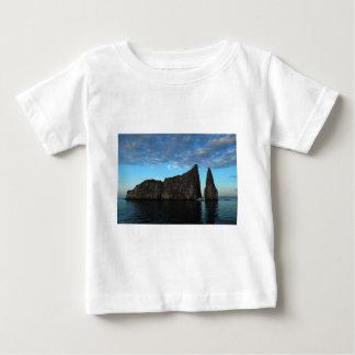 ガラパゴス-日没のキッカー石 ベビーTシャツ