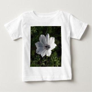 ガリラヤからの白いアネモネのcoronaria ( ベビーTシャツ