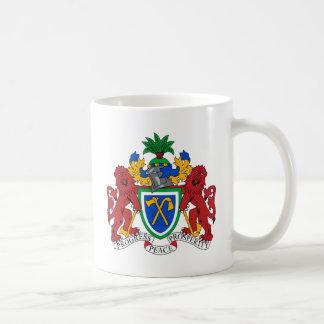 ガンビアの紋章付き外衣 コーヒーマグカップ