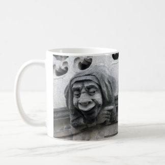 ガーゴイルのマグを指し、顔引っ張ります コーヒーマグカップ