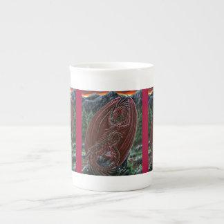 ガーネットドラゴンの骨灰磁器のマグ ボーンチャイナカップ