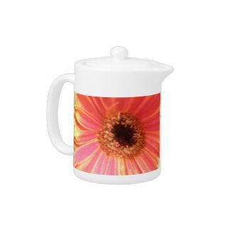 ガーベラのデイジーの花のティーポット