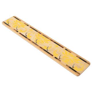 ガーリーで黄色く白いヴィンテージのダマスク織パターン キーラック
