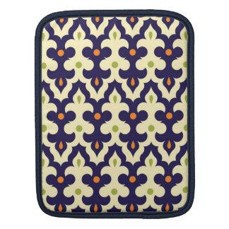 ガーリーなダマスク織のペイズリーのアラベスクのモロッコパターン iPadスリーブ