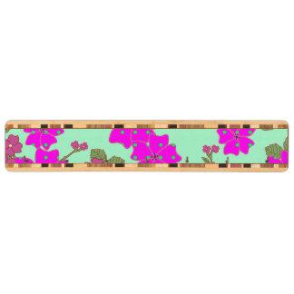 ガーリーなネオンピンクの緑の水玉模様の花柄パターン キーラック
