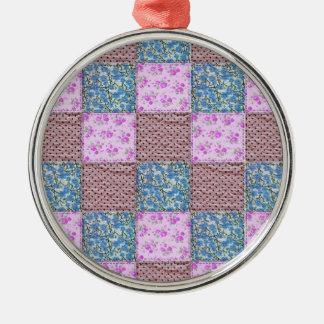 ガーリーなピンクおよび青い花のキルトのプリント メタルオーナメント