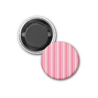 ガーリーなピンクのクリーム色の白い細い縦縞 マグネット