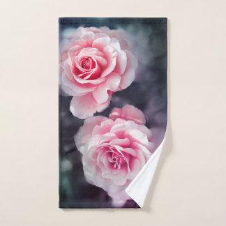 ガーリーなピンクのバラの花柄の写真 ハンドタオル
