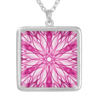 ガーリーなピンクのフラクタル シルバープレートネックレス