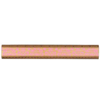 ガーリーなピンクのヴィンテージのダマスク織パターン2 定規