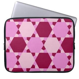 ガーリーなピンクの三角形の目の錯覚パターン ラップトップスリーブ