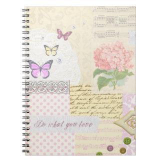 -ガーリーなピンク及びクリーム色のコラージュか愛するものをして下さい ノートブック