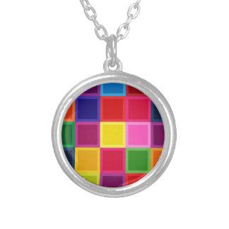 ガーリーな多色のな正方形およびストライプ シルバープレートネックレス
