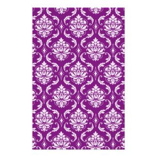 ガーリーな紫色のダマスク織パターン 便箋