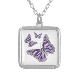 ガーリーな紫色の灰色の蝶 シルバープレートネックレス
