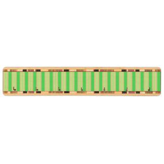 ガーリーな緑のミントのストライプなパターン キーラック