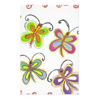 ガーリーな蝶はあなた自身の美しいカラフルを作成します 便箋