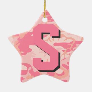 ガーリーな迷彩柄のピンクのカムフラージュのイニシャルのモノグラムの星 セラミックオーナメント