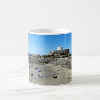 ガーンジーのボートそして城砦の灰色 コーヒーマグカップ