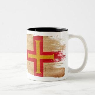 ガーンジーの旗のマグ ツートーンマグカップ