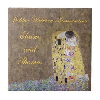 キスのアールヌーボーの金結婚記念日のチタニウム タイル