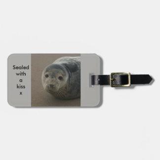 キスのベビーの灰色のシールの手荷物のラベルと密封される ネームタグ