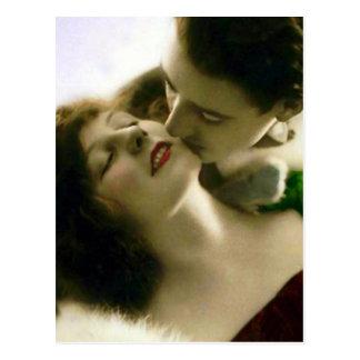 キスをするなカップルのヴィンテージの郵便はがき ポストカード