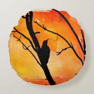 キツツキの日没の円形の枕 ラウンドクッション