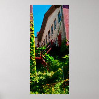 キヅタのファイア・エスケープは建物をカバーしました ポスター
