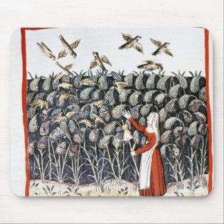 キビの彼女の穀物を保護している女性 マウスパッド