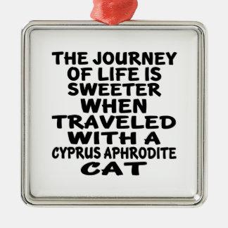 キプロスのアフロディーテ猫と走行される メタルオーナメント