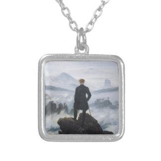 キャスパーデイヴィッド著霧の海の上の放浪者 シルバープレートネックレス