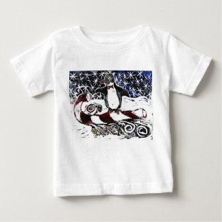 キャンディ・ケーンのそりの促進のペンギン- ベビーTシャツ