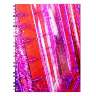 キャンデーのストライプので赤い及び紫色の水晶 ノートブック