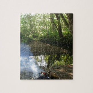 キャンプの火との平和な森林場面 ジグソーパズル