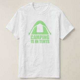 キャンプはテントにあります Tシャツ