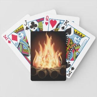 キャンプファイヤーのベクトルロゴの熱い炎の黒い背景 バイスクルトランプ