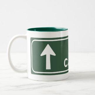 キャンベラ、オーストラリアの交通標識 ツートーンマグカップ