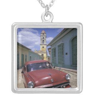 キューバのトリニダードの古い植民地村 シルバープレートネックレス