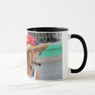 キューバの女性 マグカップ