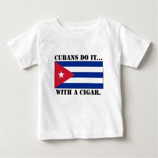 キューバ人はしますそれを… シガーを使って ベビーTシャツ