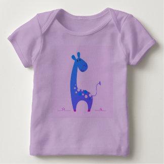 キリンが付いているラベンダーのTシャツ ベビーTシャツ
