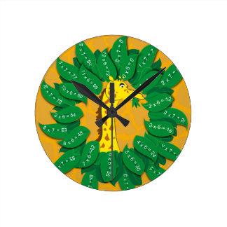 キリンは子供の子供の子供のためのテーブルクラブを時間を計ります ラウンド壁時計