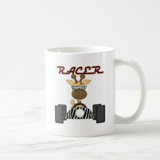 キリンを競争させてレースカーの動物園動物をからかいます コーヒーマグカップ