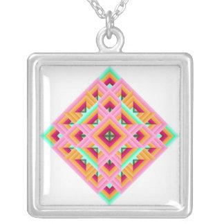 キルトのダイヤモンドのピンクの緑 シルバープレートネックレス